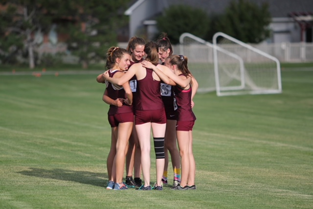 THS+women%27s+cross-country+team+shows+camaraderie.